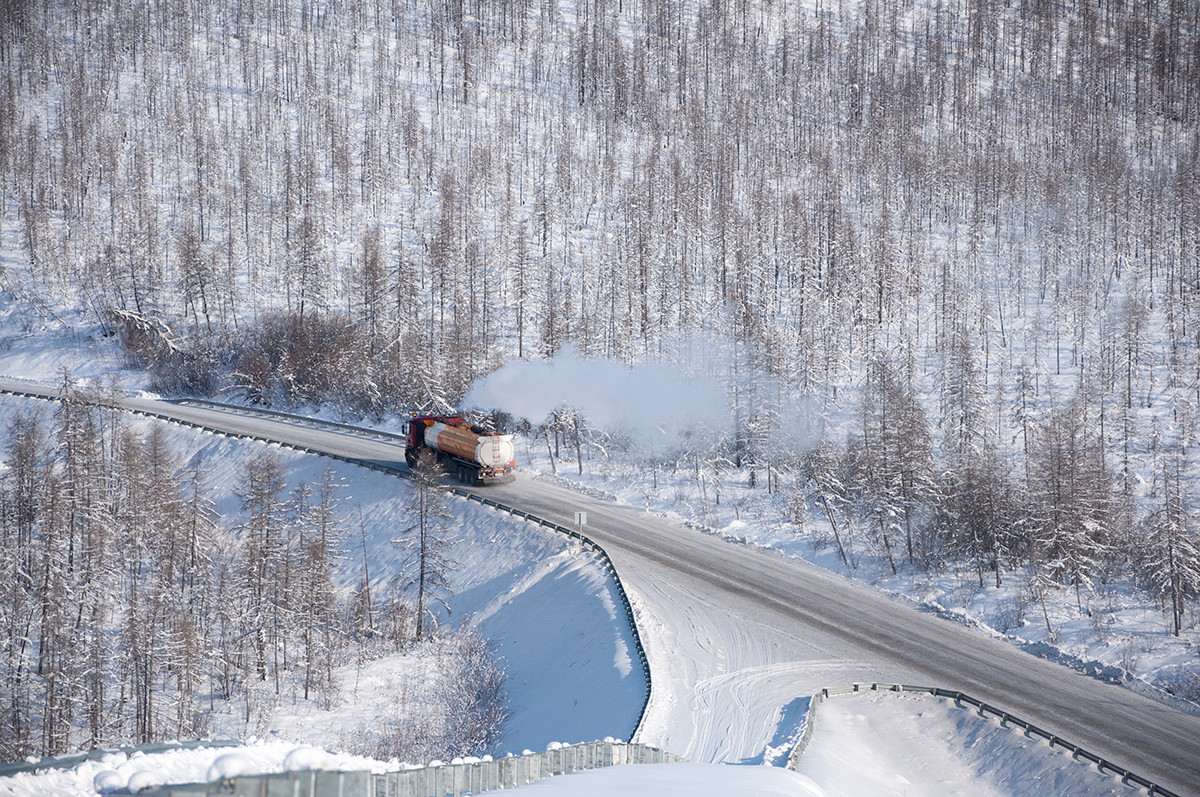 Pemandangan musim dingin di Kolymskiy trakt.