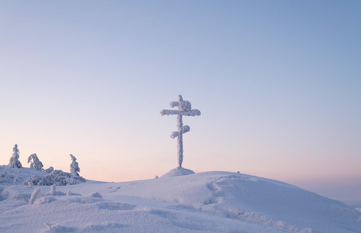 Perlintasan Olchansky di dekat desa Ust-Nera, Distrik Oymyakon, Republik Sakha, salah satu tempat paling terkenal di Kolymskiy trakt.