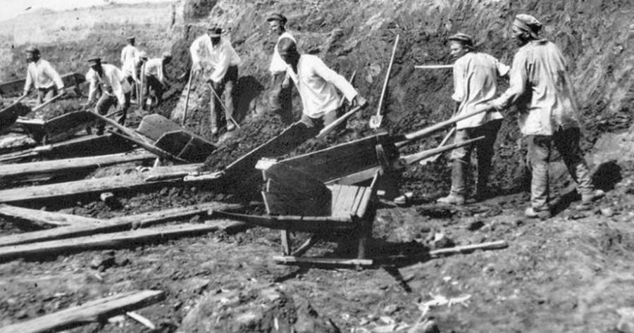 Pekerja dari cabang Gulag Sevvostlag (Timur Laut).