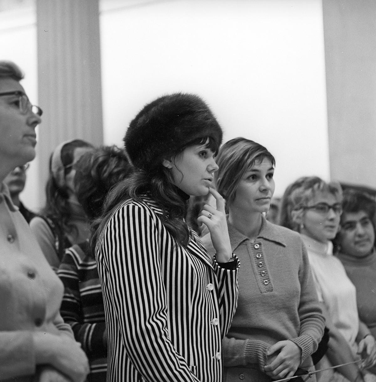 Посетители Государственного музея изобразительных искусств имени А.С. Пушкина. 1972.