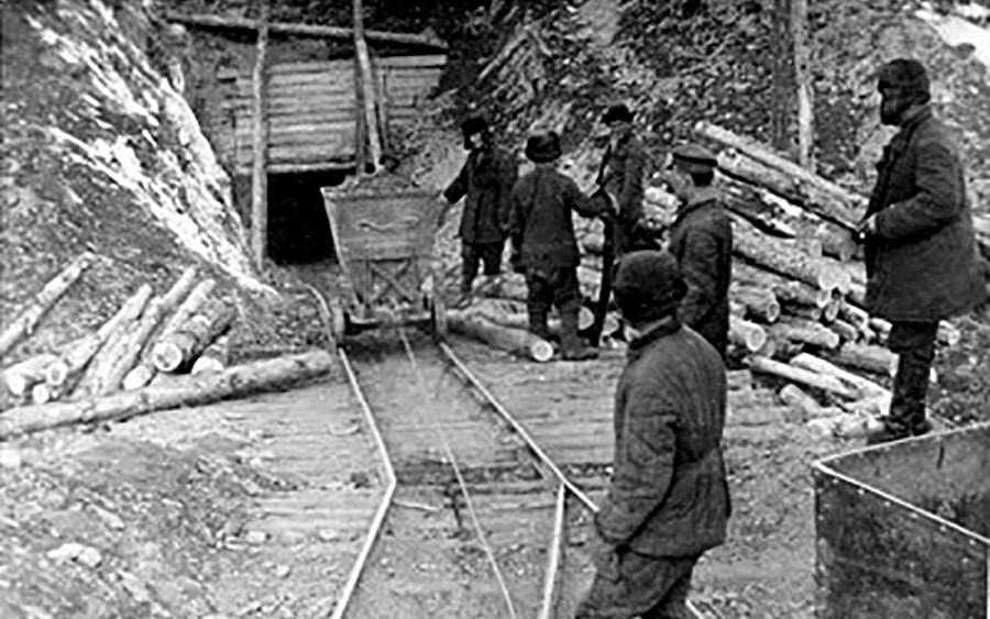 Une mine d'or exploitée par les prisonniers du Goulag de la Kolyma