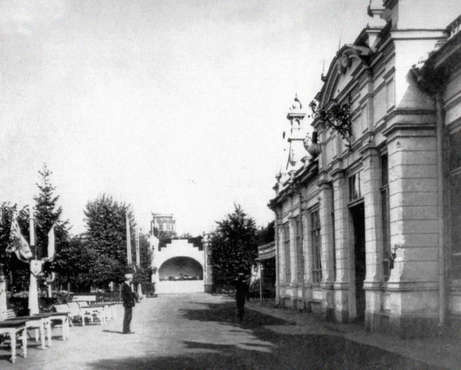 1906 г. Ермитажната градина. Главната алея на градината.