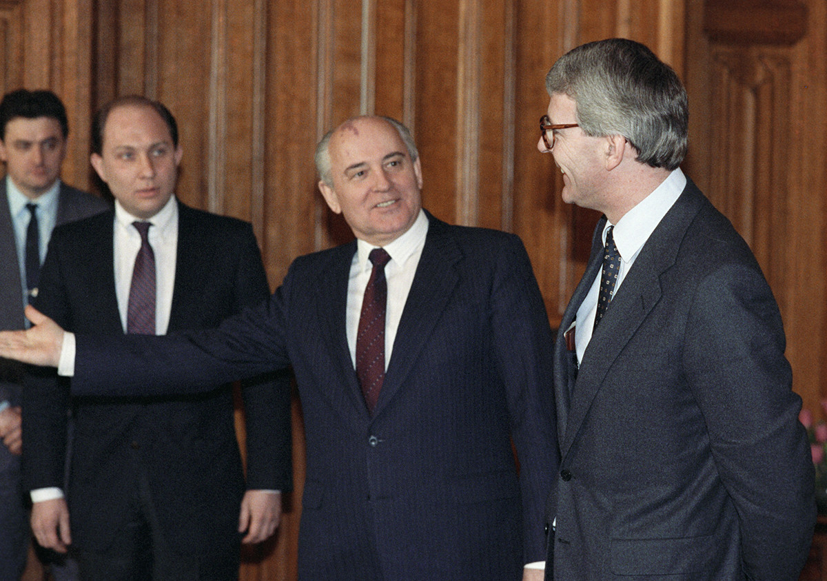 Victor Prokofiev, Mikhail Gorbachev, and British PM John Major.