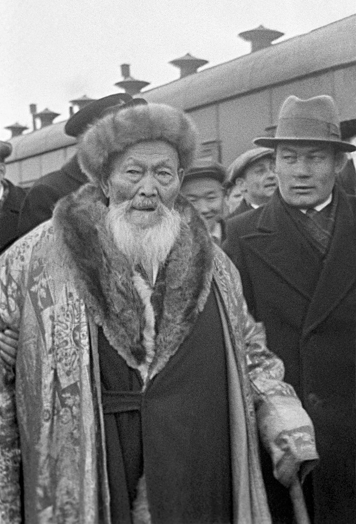O poeta cazaque Jambil Jabaiev.