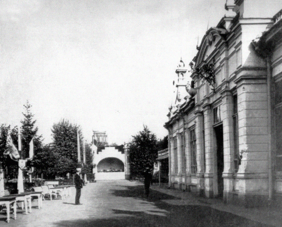 Allée principale du jardin, en 1906