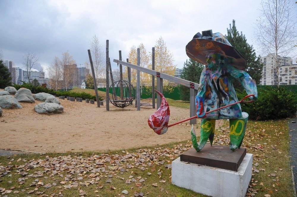 """Арт-парк «Символ» на територији некадашње фабрике """"Срп и чекић""""."""