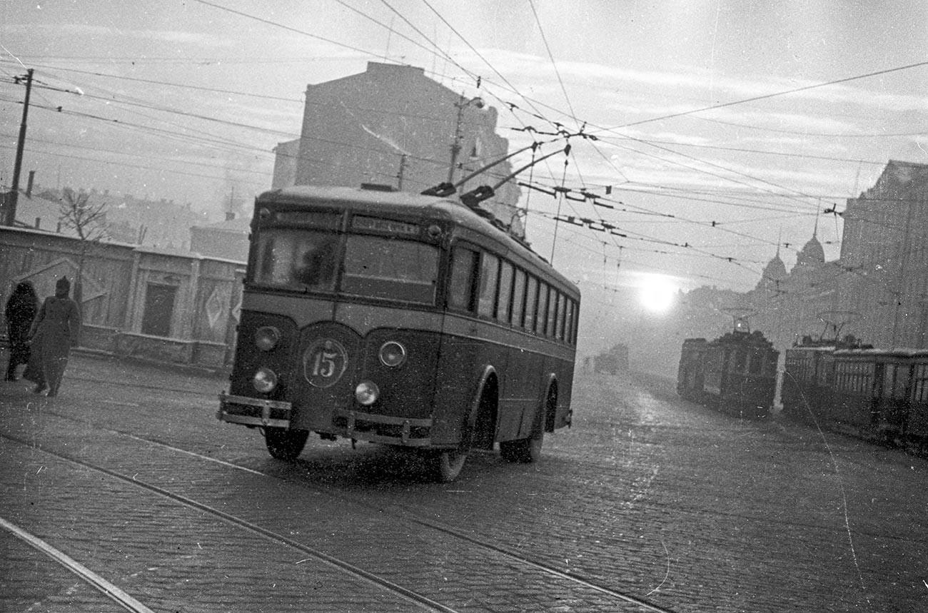 Un filobus per le strade di Mosca, 1938
