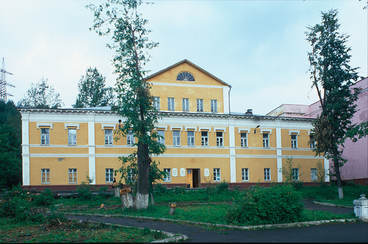 Residence of Director of Zlatoust Mining District (early 19th century). July 16, 2003