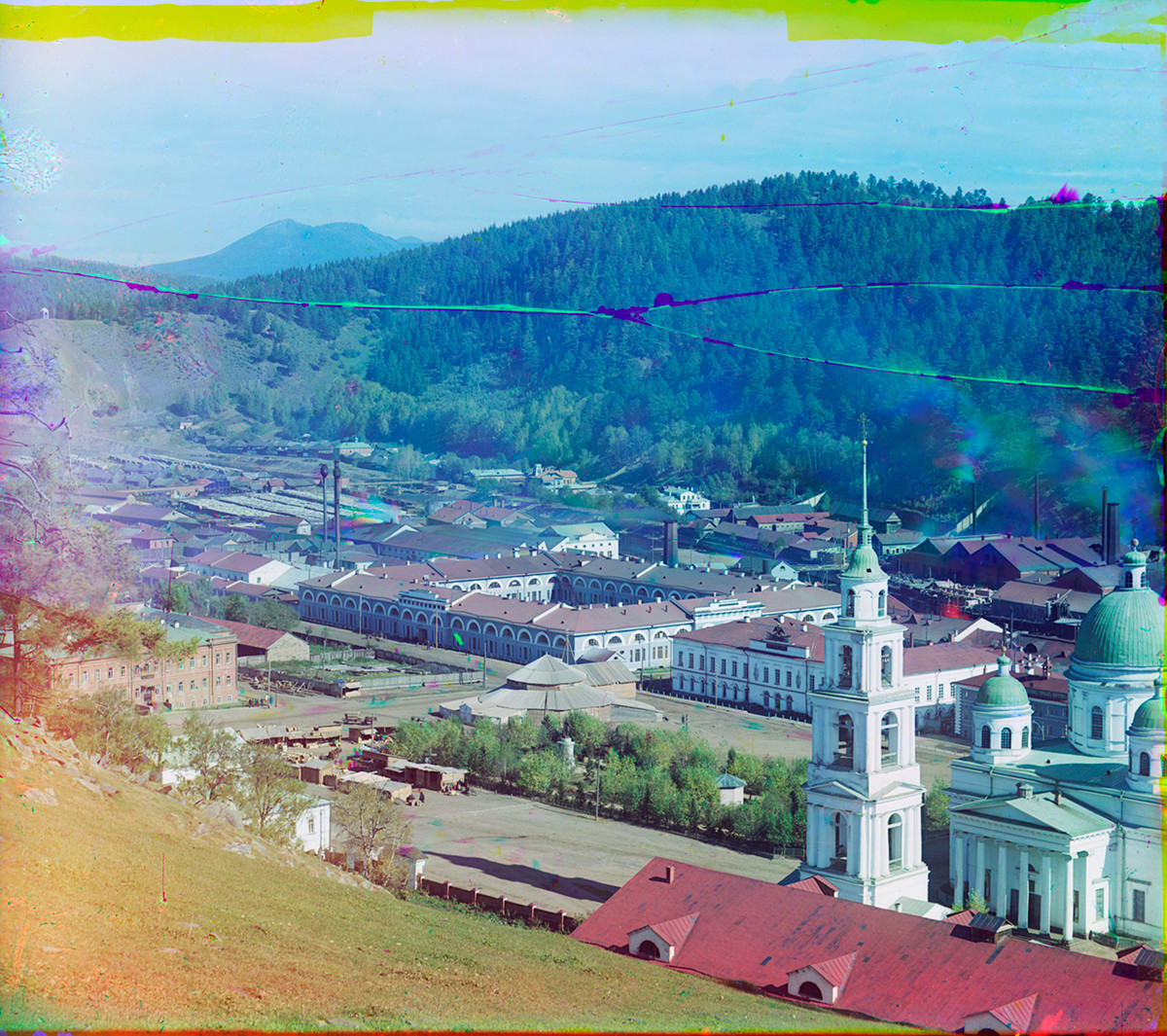 View from Butylovskaya Hill toward northeast. From left: Prince Michael Armaments Factory, Arsenal, Trinity Cathedral. Background: Big Taganai Ridge (left), Kosotur Hill. 1909