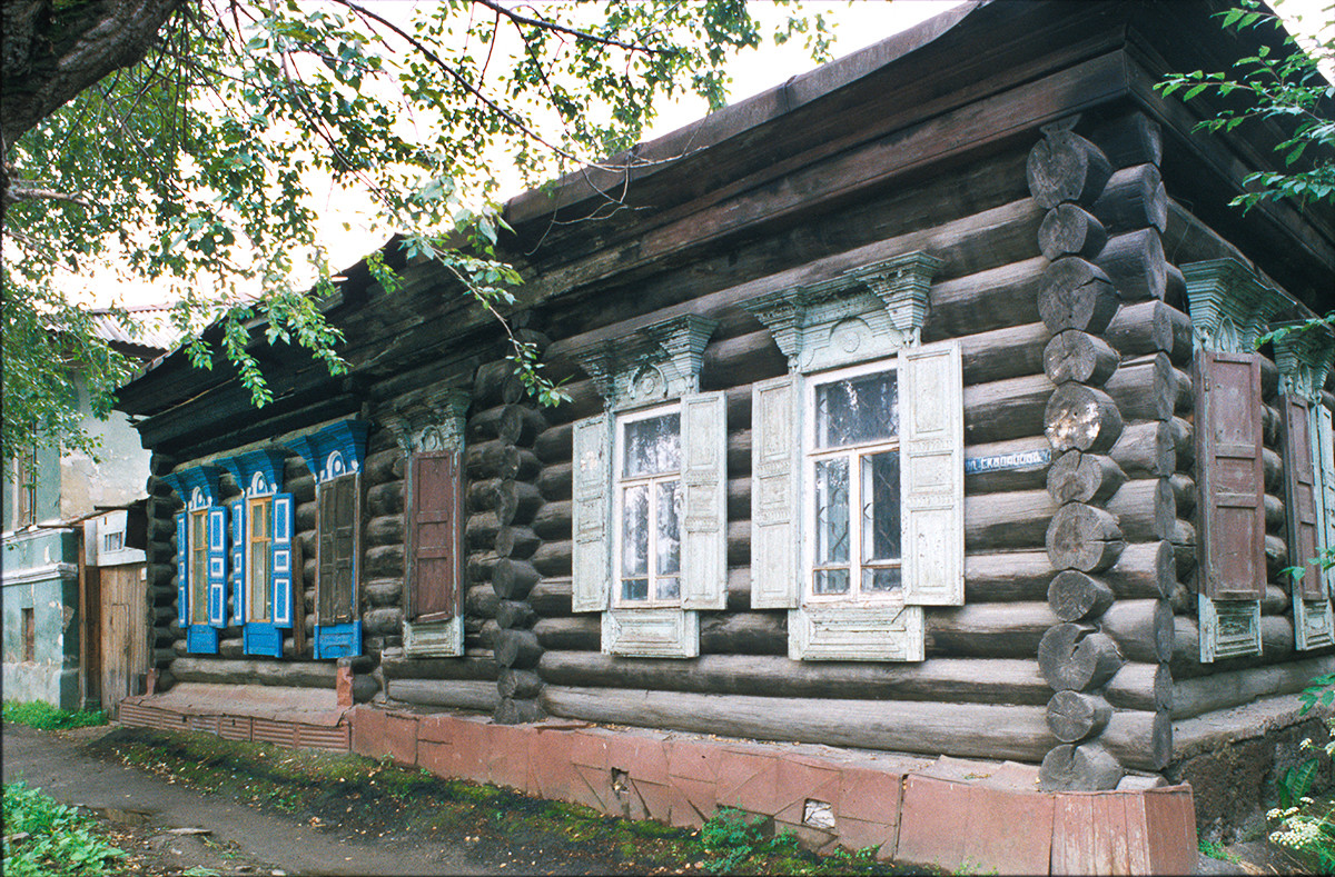 Log house, Skvortsov Street No. 21. July 16, 2003