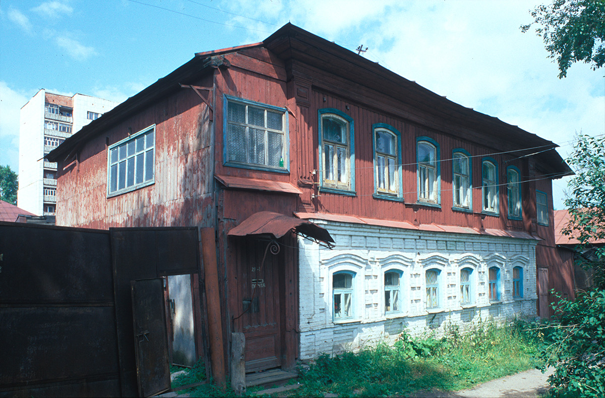 Merchants house (19th century), Zlatoust Street No. 29. July 16, 2003