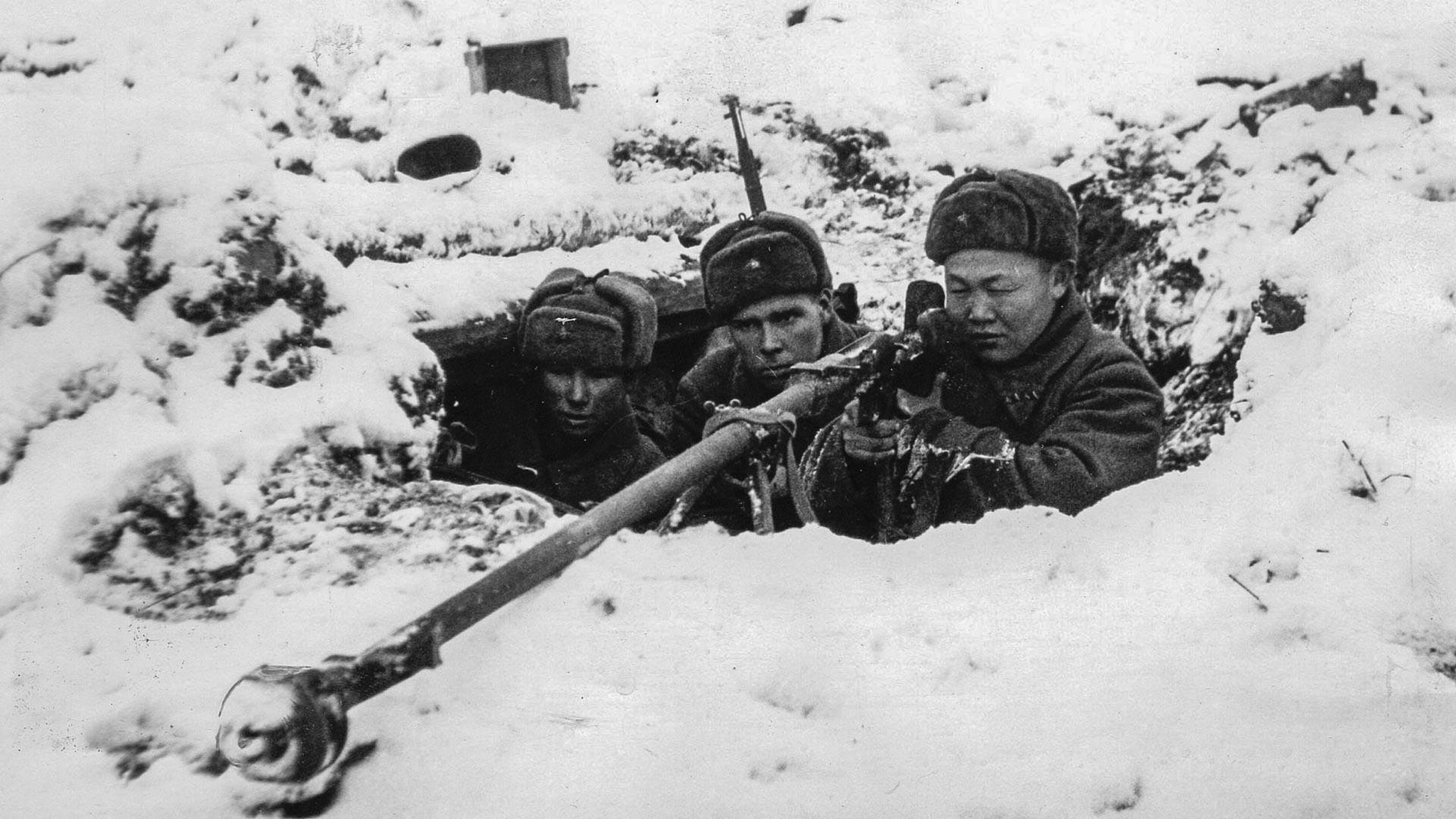 Советская пехота во время обороны Москвы.