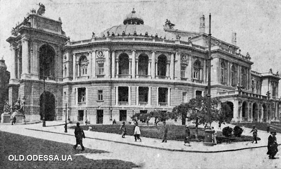 """Одеса. Театарот """"Луначарски"""" во текот на дваесеттите години од минатиот век./ """"Одеса. Осврт на историјата на градот-херој"""", Вољски. Одеска областна издавачка куќа, 1957 година."""