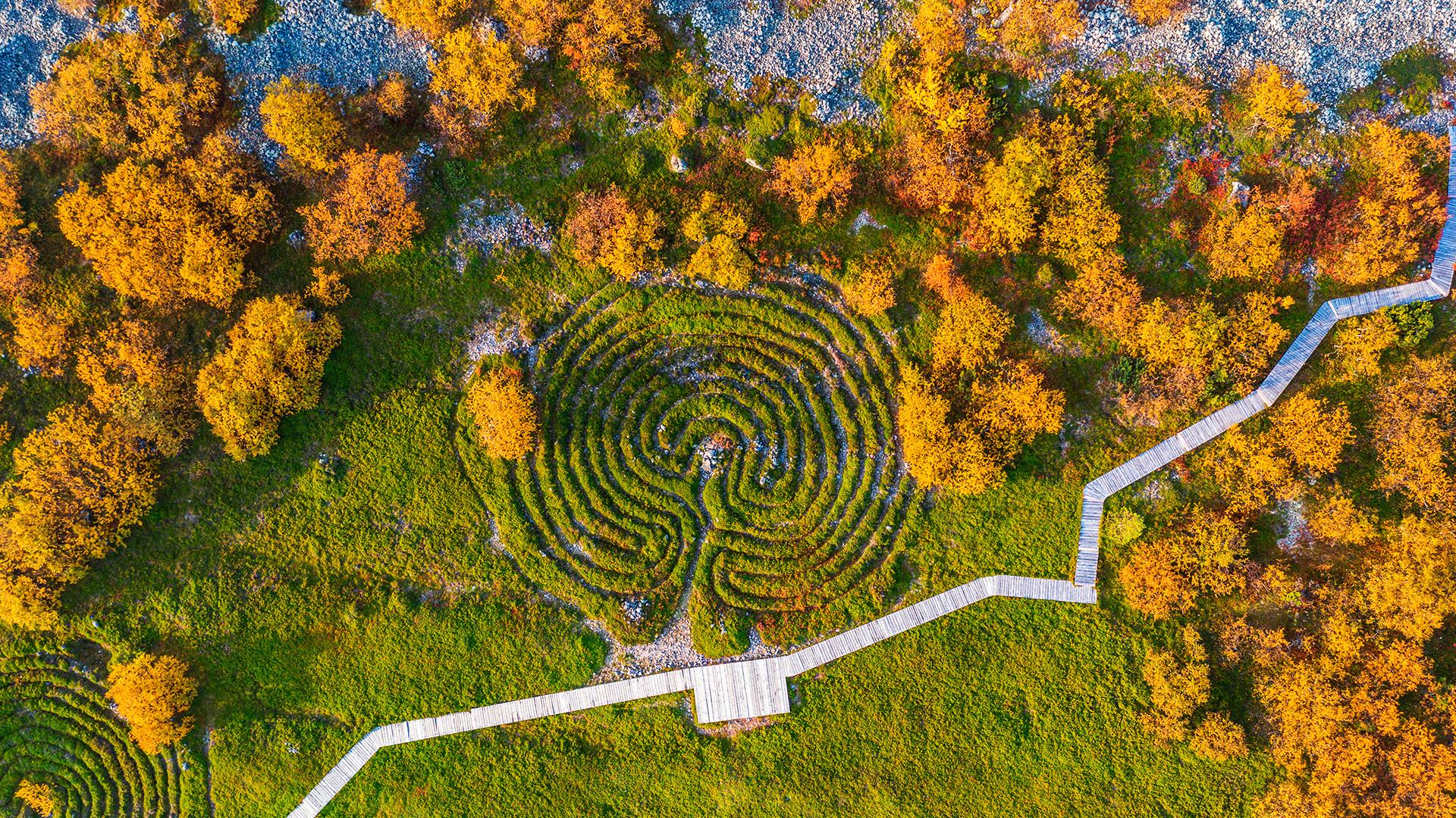 Labyrinthe de pierre sur l'île Bolchoï Zaïatski
