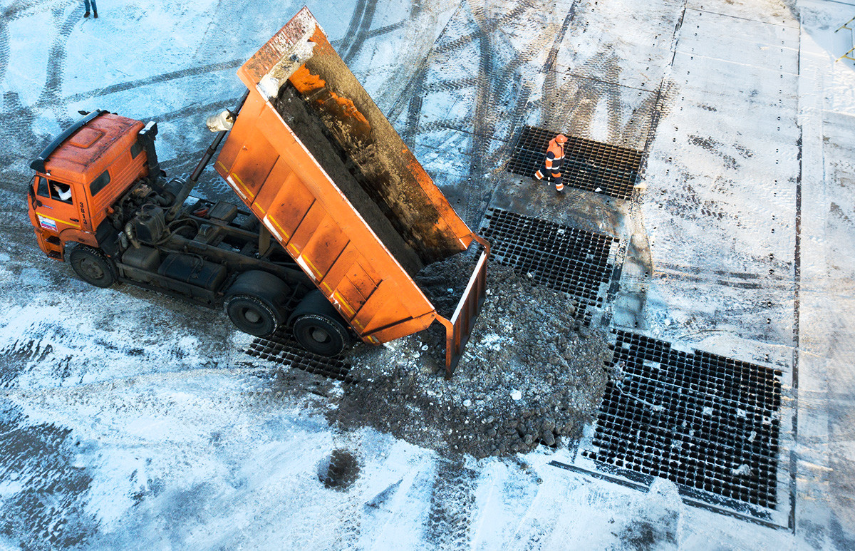 Uno dei punti di scioglimento della neve a Mosca