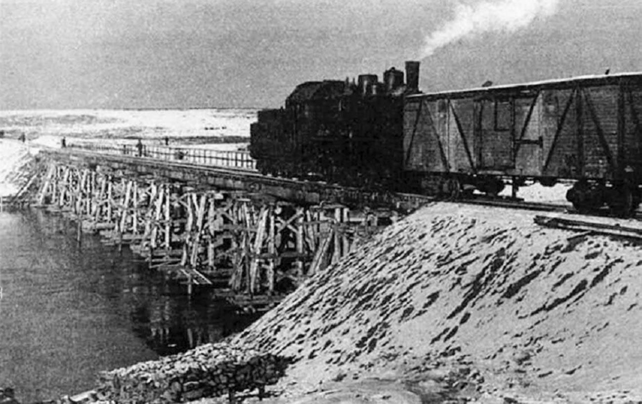Изградбата на Трансполарната железничка магистрала.
