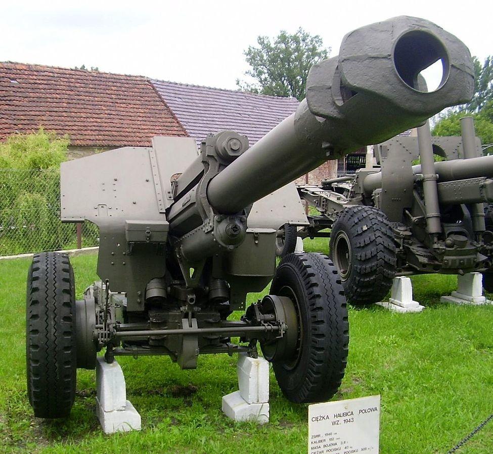 Влечна хаубица Д-1 со калибар од 152 милиметри