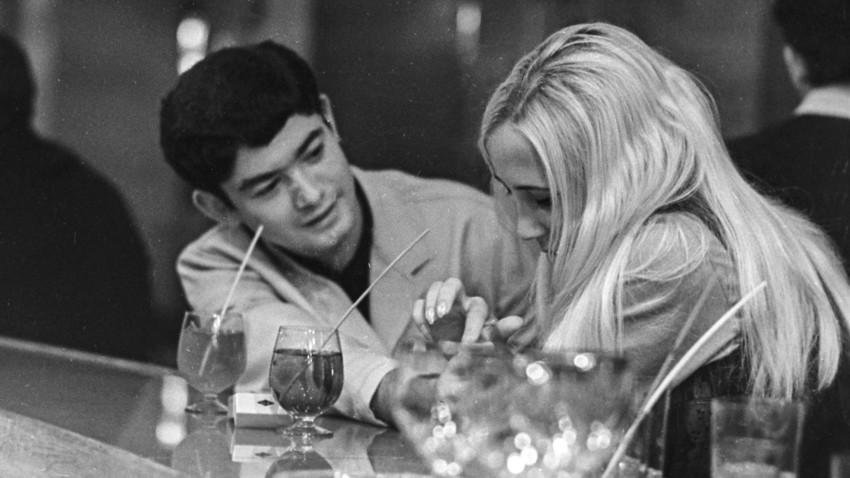 В кафене в град Калининград, 1970 г.