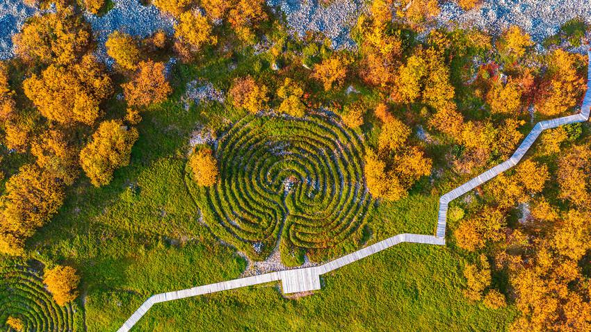 Labirintos de pedra na ilha Bolchói Zaiatski.
