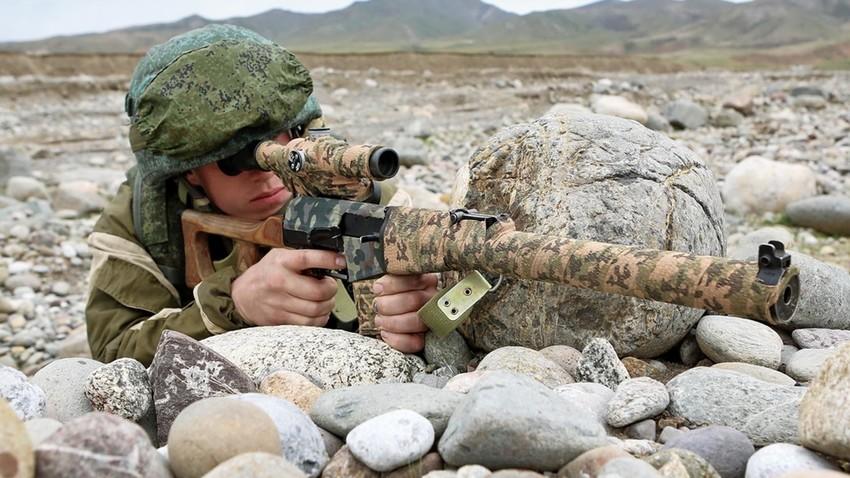 El rifle de asalto AS Val y el rifle de francotirador silencioso VSS Vintorez
