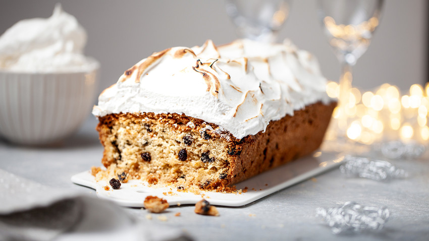 Looking for a special dessert for winter holidays? Try Stolichny cake!