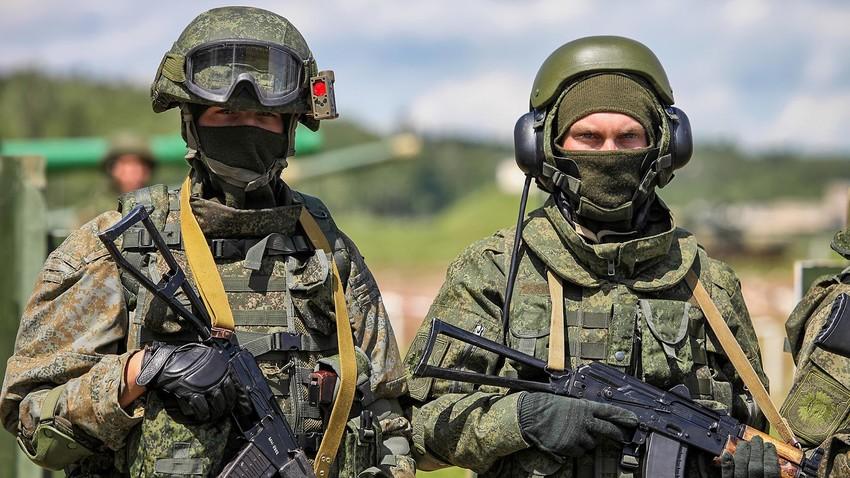 偵察斥候と戦車兵の軍装「ラトニク」