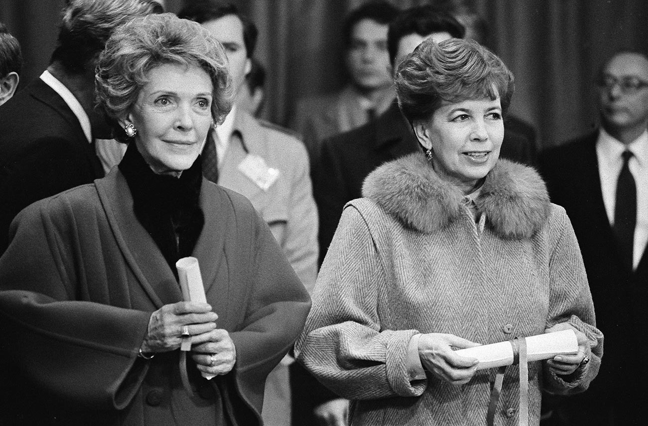 Nancy Reagan (L) and Raisa Gorbacheva (R) hold scrolls during cornerstone unveiling for a new museum at the headquarters of the International Committee of the Red Cross in Geneva, Switzerland November 20, 1985.
