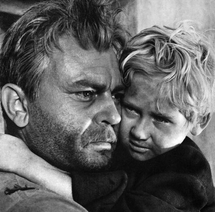 """Cena do filme """"O Destino de um Homem"""" (1959)."""