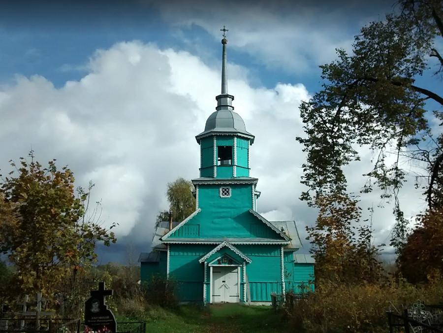 Cerkev Flora in Lavra v mestu Hredino, Pskovska regija, zgrajena leta 1925
