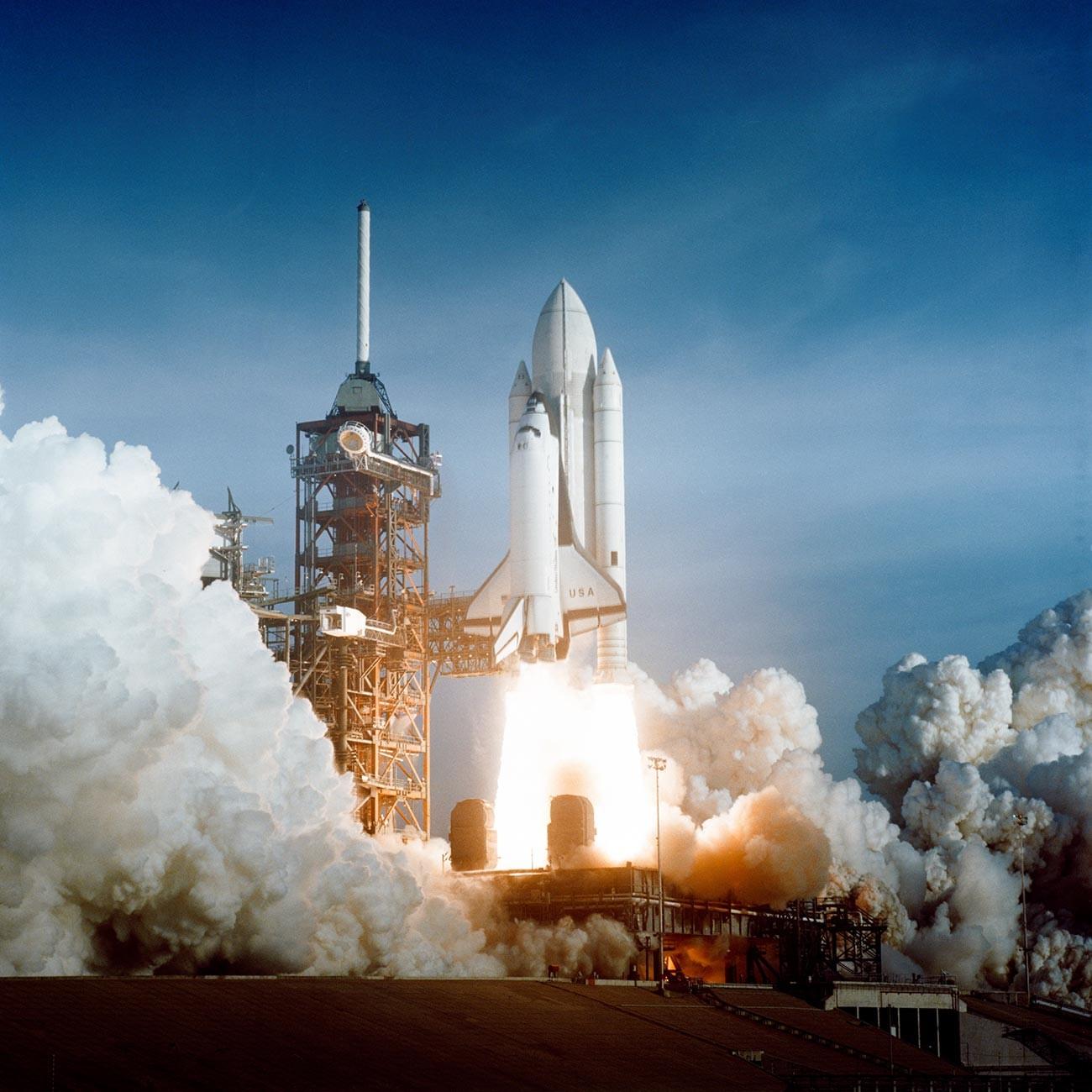 Le premier vol de la navette spatiale Columbia
