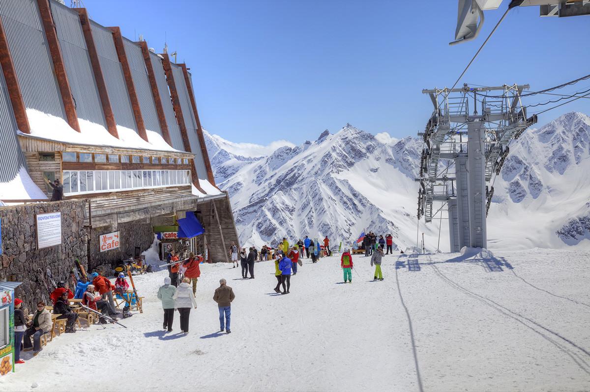 Elbrus. Polazna stanica žičare, Prielbrusje. Kabardino-Balkarija.