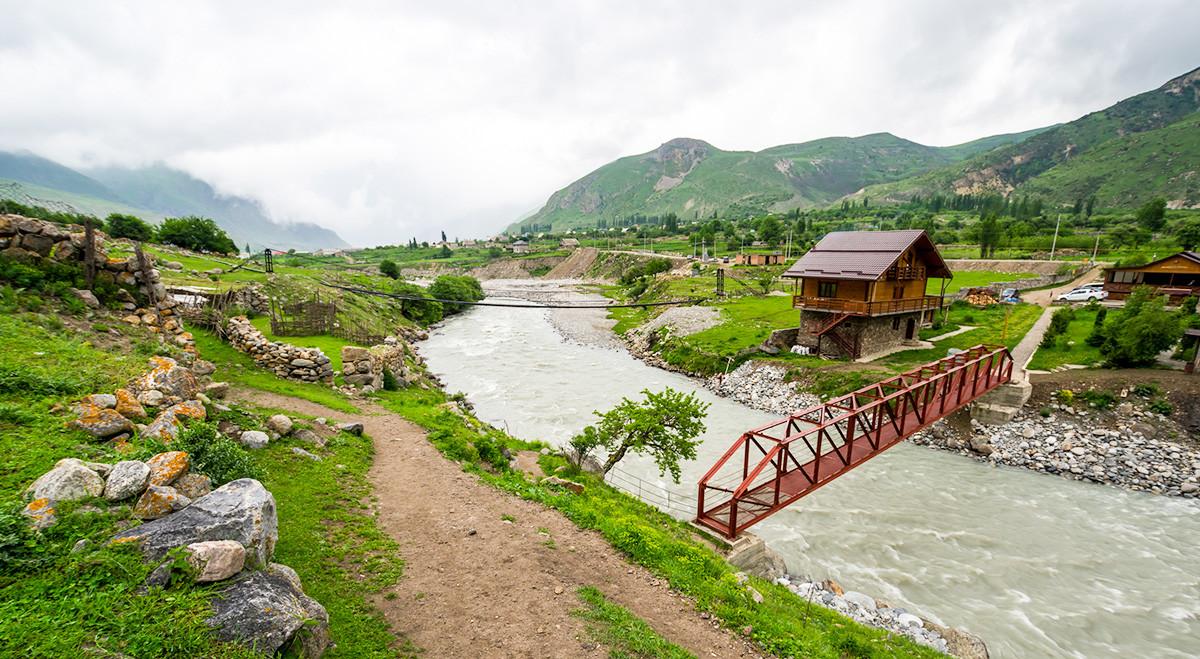 Selo Gornja Balkarija u planinama Kavkaza, Rusija.