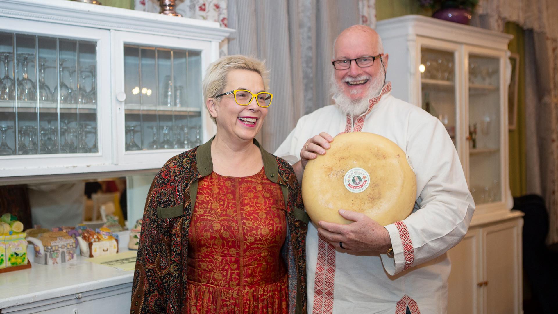 Джон с супругой Ниной.