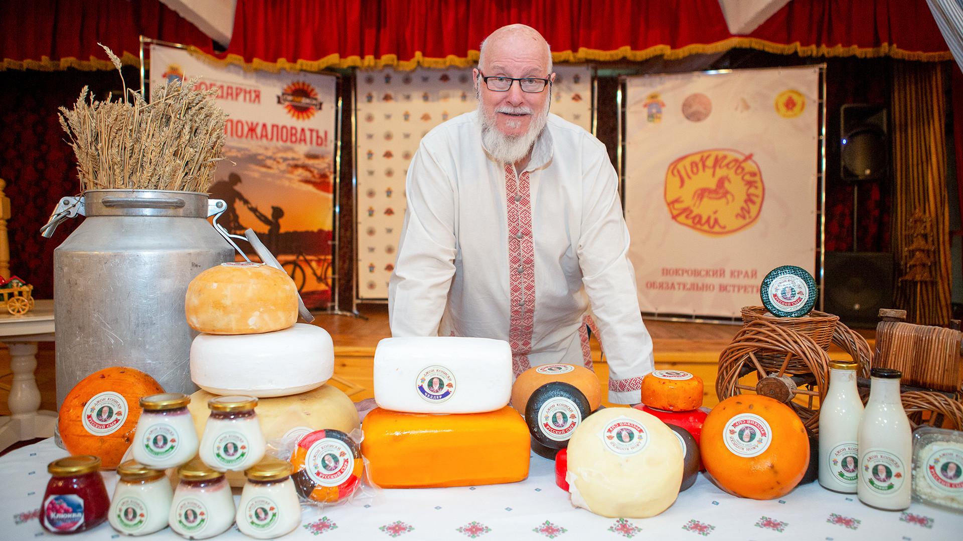 Джон с сырами собственного производства.