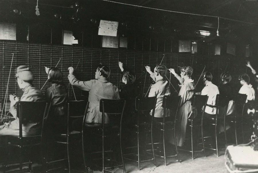 Телефонна станция Петроград. 1917