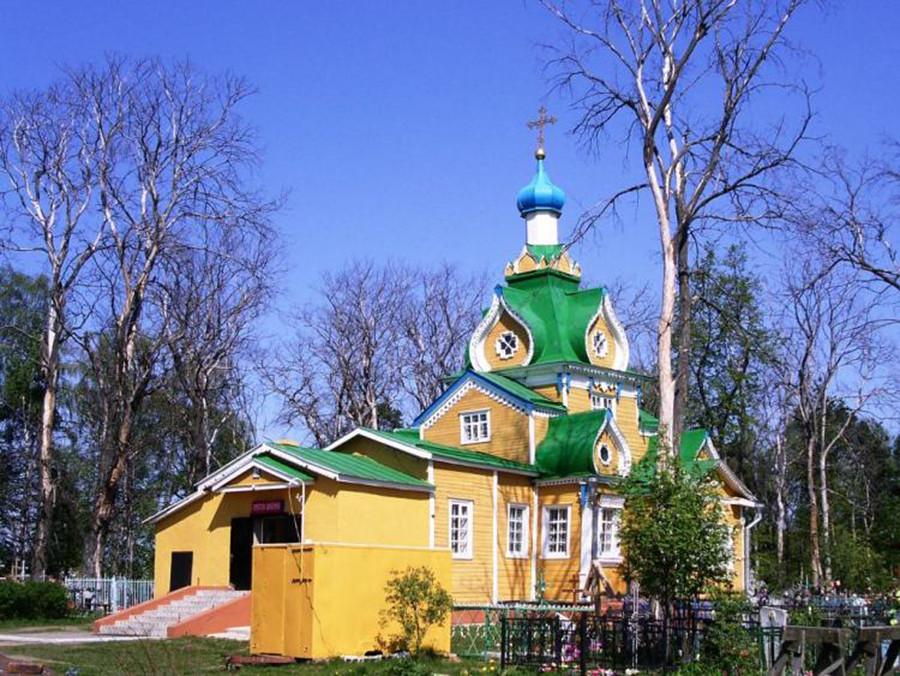 """La Chiesa dell'""""Ingresso della Madre di Dio al Tempio"""" a Ryzhevo, Regione di Mosca, costruita nel 1872, ma trasferita qui nel 1927"""