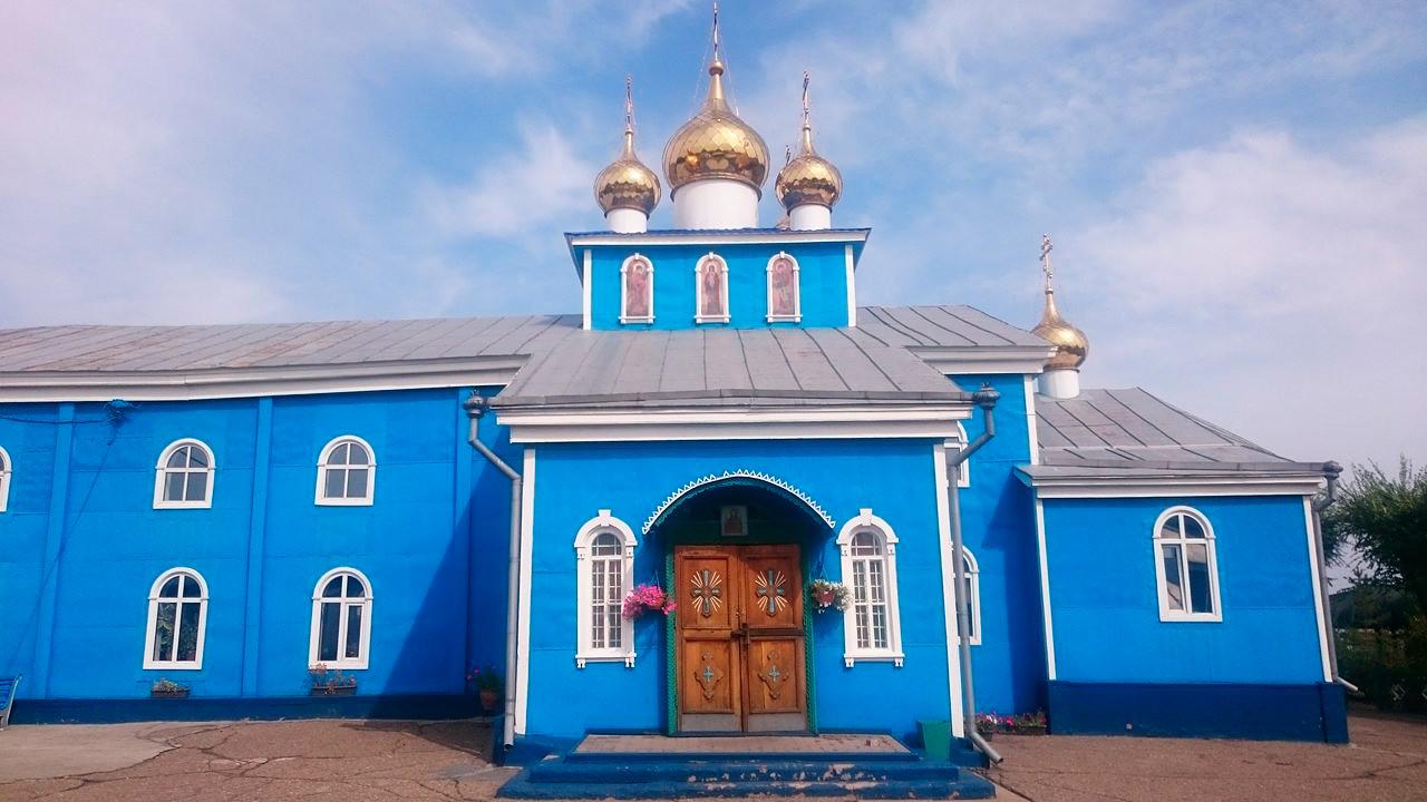Cattedrale dell'Arcangelo Michele a Karagandà, Kazakistan (allora, Repubblica Socialista Sovietica Kazaka), costruita nel 1946-54