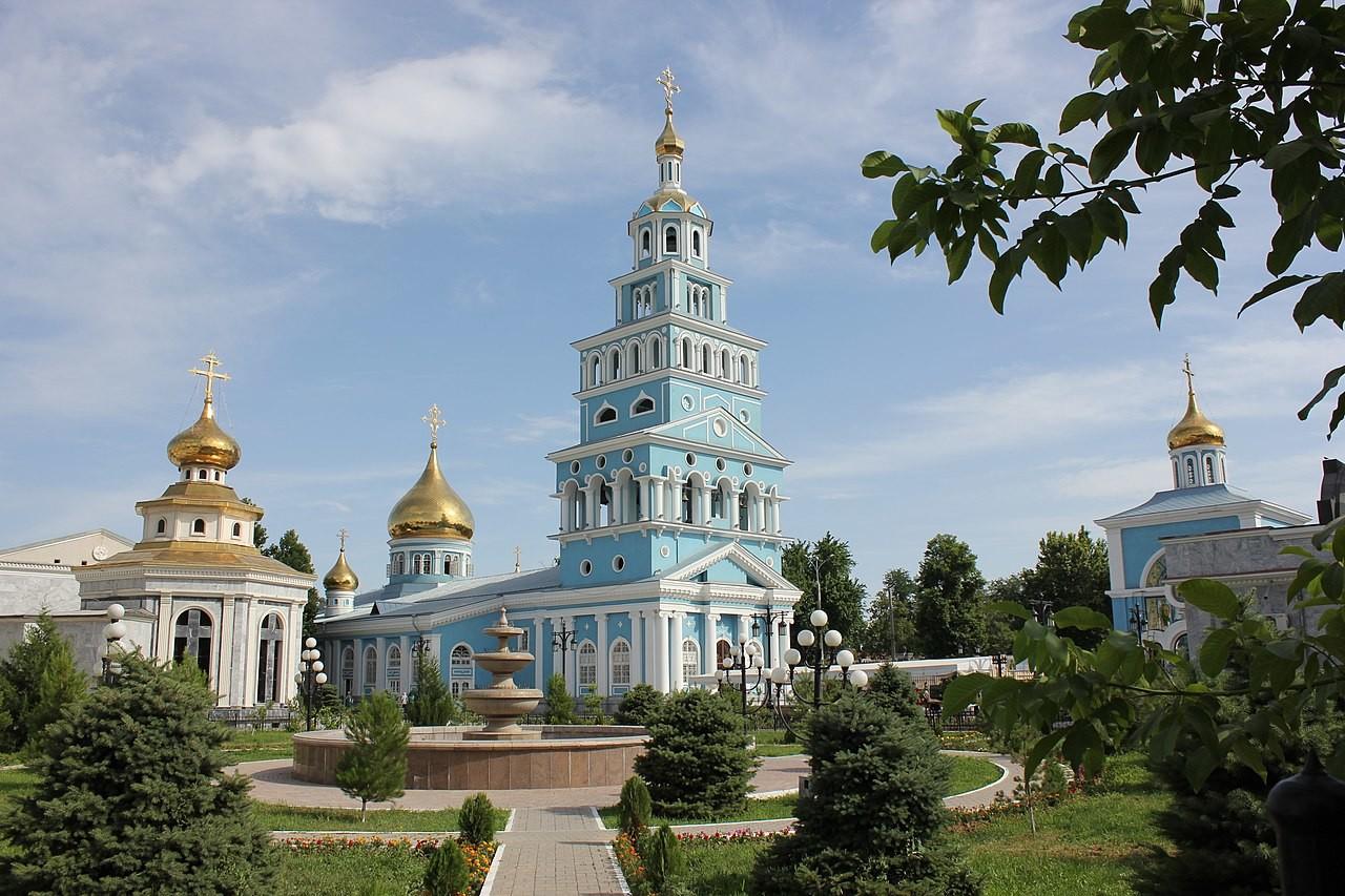 Cattedrale dell'Assunzione a Tashkent, Uzbekistan (allora, Repubblica Socialista Sovietica Uzbeka), costruita nel 1958