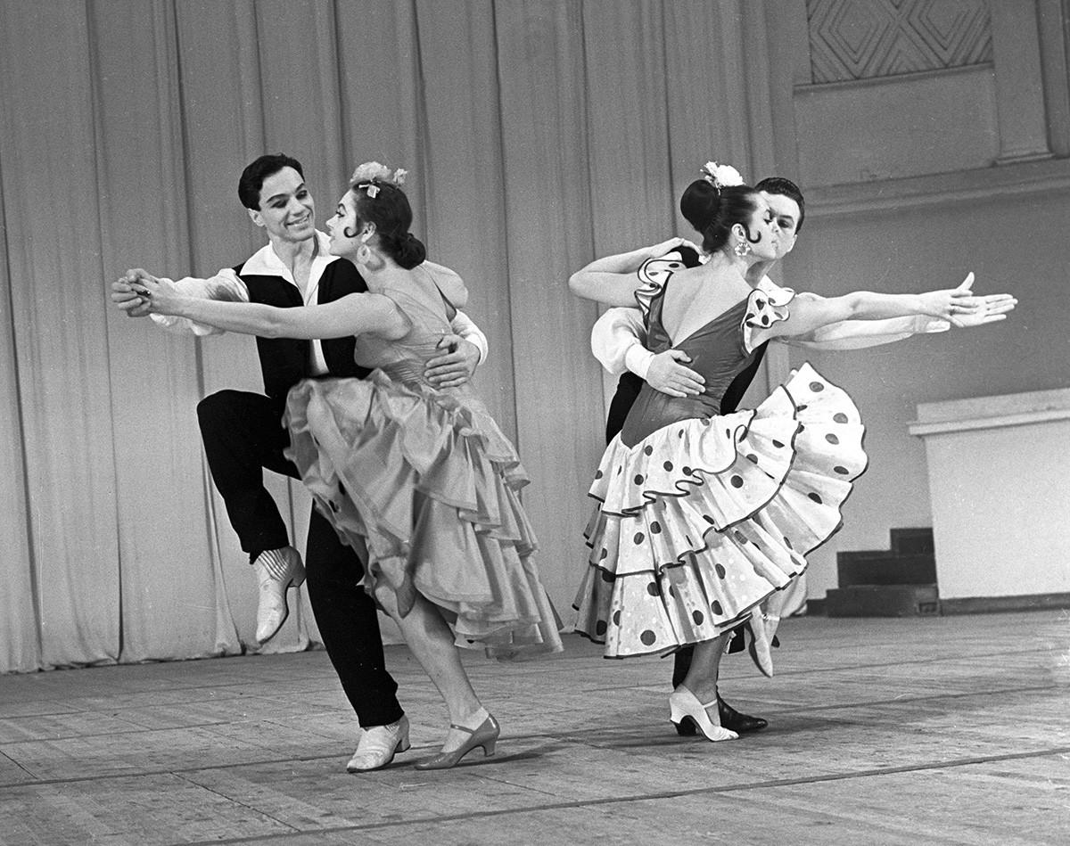 Ensemble académique d'État de danse traditionnelle. Tango Rodríguez Peña