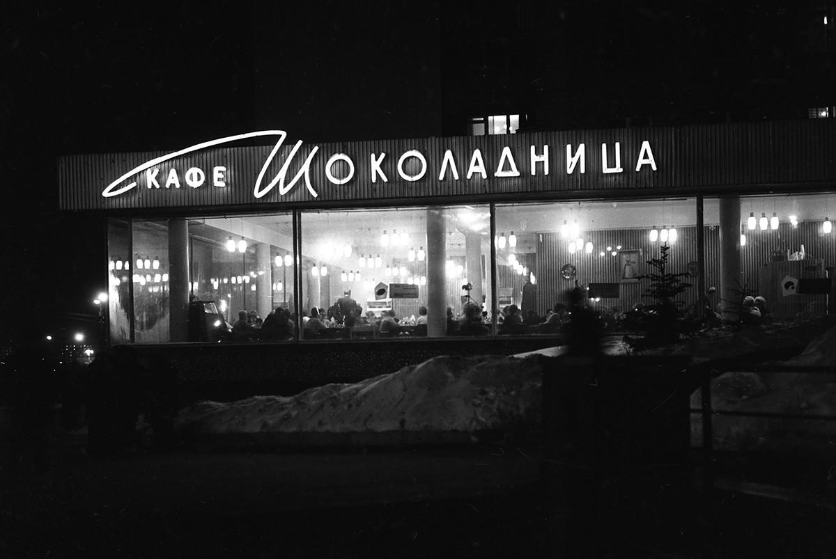 Kavarna Šokoladnica na Oktobrskem trgu (danes trg Kalužskaja) v Moskvi. 1968