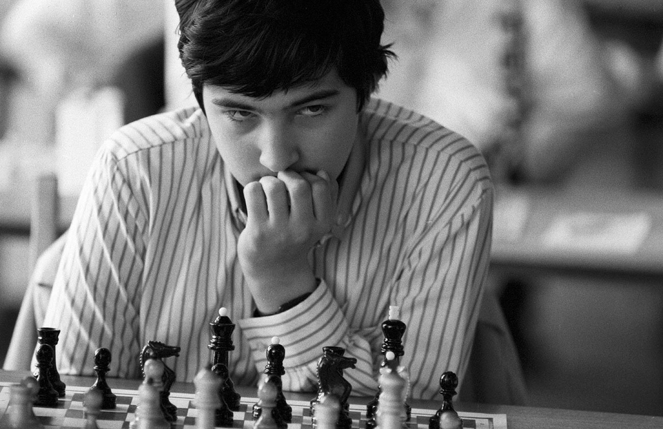 In 1996, Kramnik grew to become the world number-one rated player.