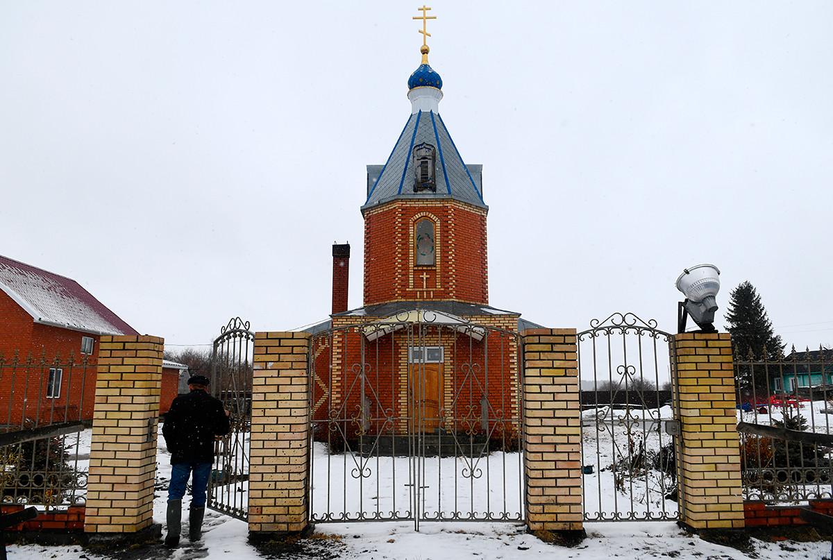Église orthodoxe du village d'Apolonovka, région d'Omsk. La population du village, fondée en 1911, est majoritairement d'origine allemande.