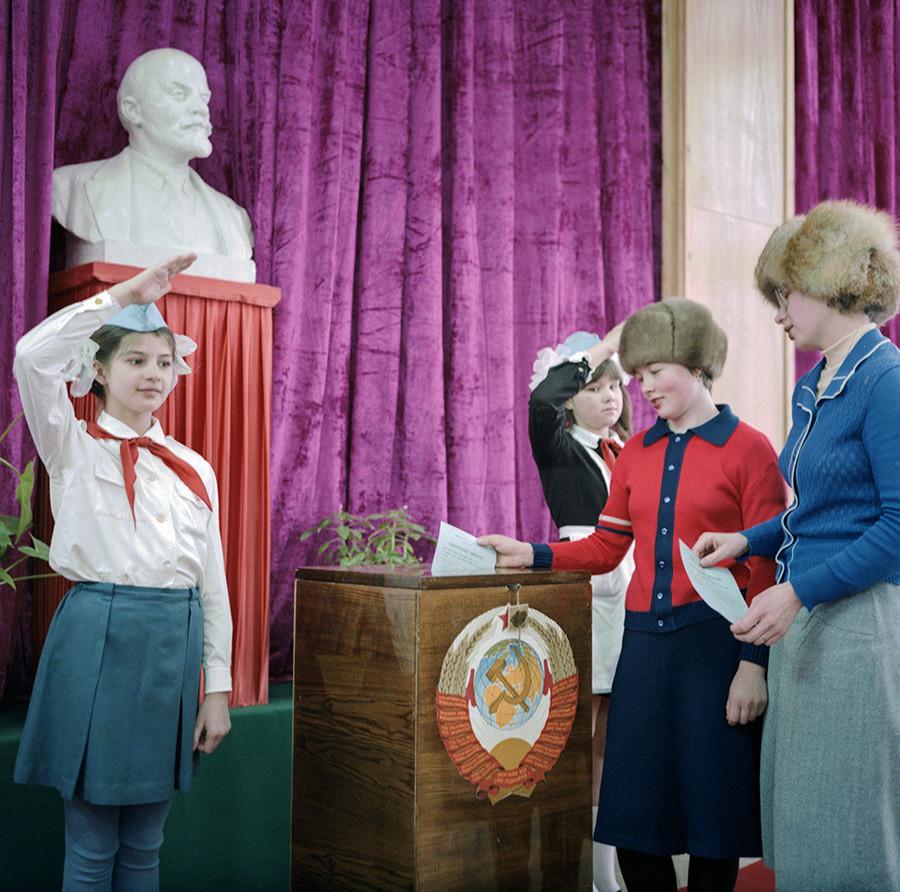 Leningrado (atual São Petersburgo). Eleições para o Soviete Supremo, em 1° de março de 1984