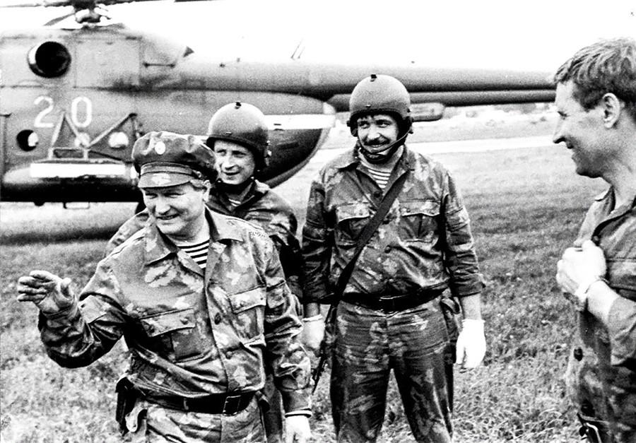 """Командир """"Алфе"""" Г. Н. Зајцев са припадницима Групе """"А""""."""