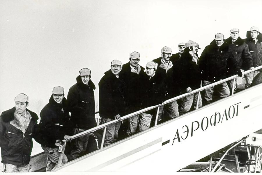 """Припадници """"Грома"""" (""""Алфе"""") пред полетање на борбени задатак у Кабул."""