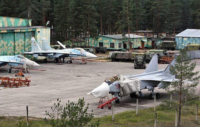 Mig-31 siendo reparado en base aérea cerca de Voronezh.