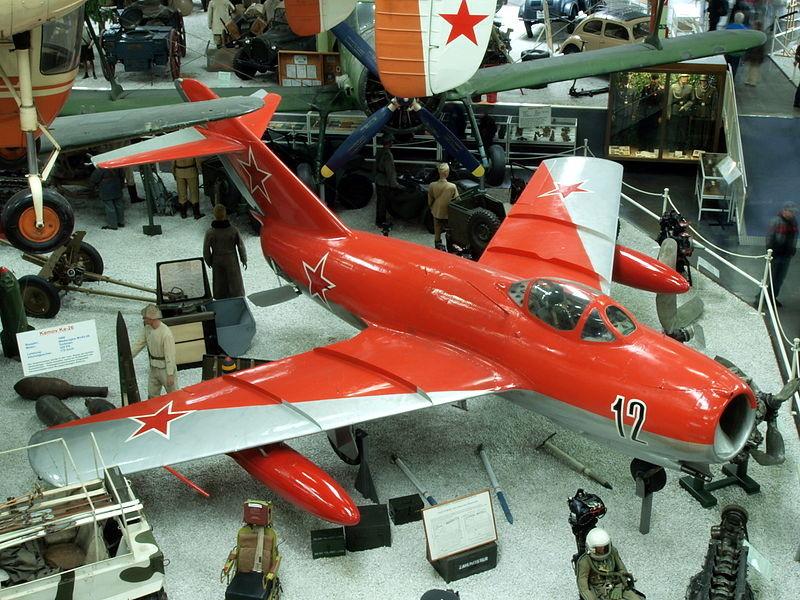 MiG-15 expuesto en el museo Museo de la Automoción y la Tecnología de Sinsheim (Alemania)