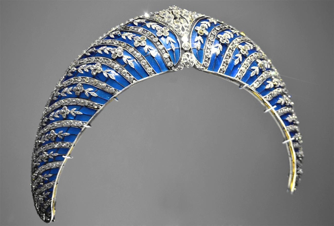 Kokoshnik de esmalte azul