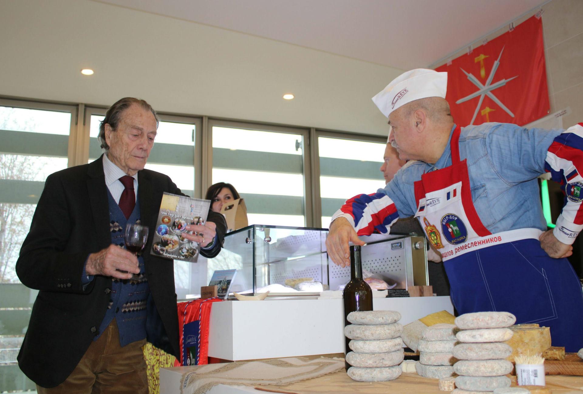 Présentation de produits des fromagers russes au Centre spirituel et culturel orthodoxe russe à Paris