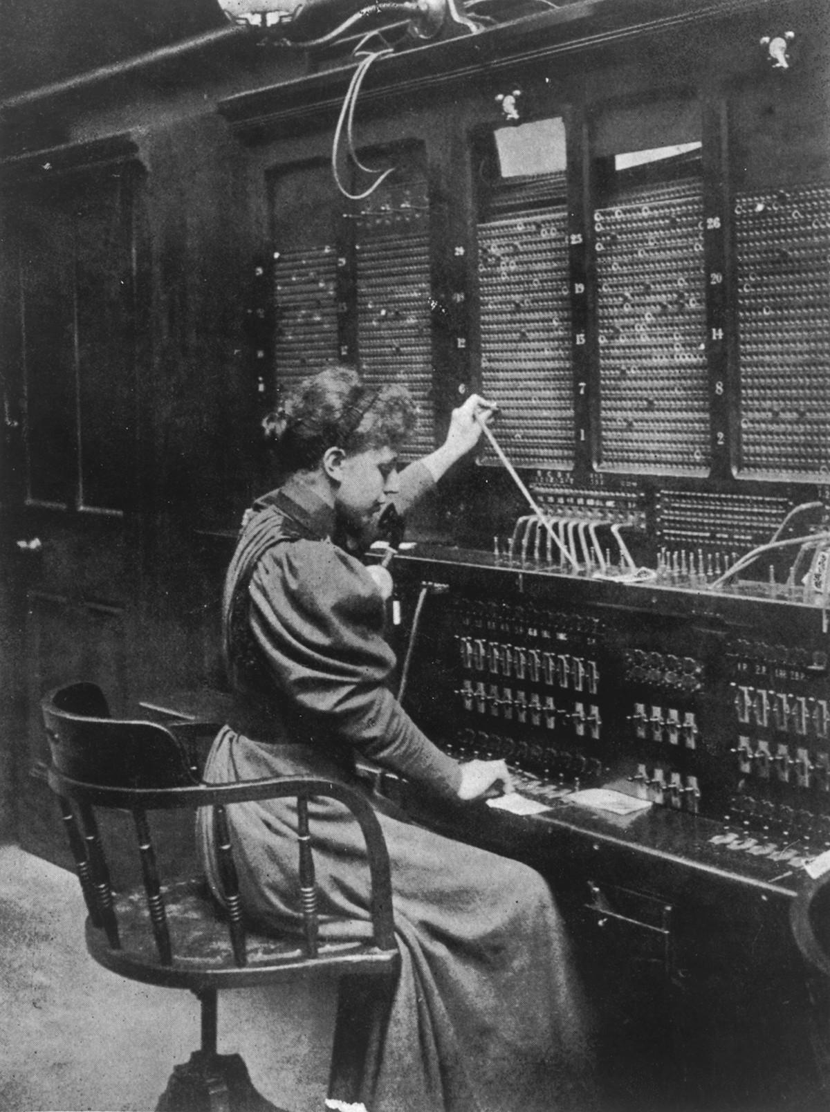 Operatrice telefonica al lavoro